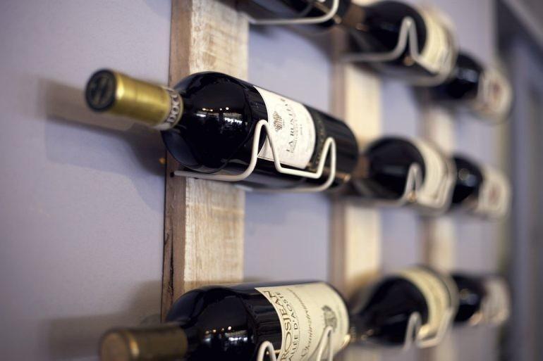 Dlaczego rodzaj butelki do wina przekłada się na jego smak?